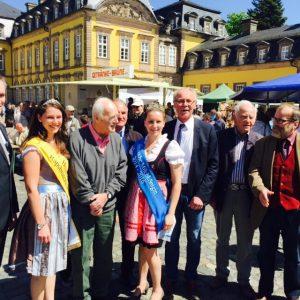 Rapsblütenkönigin und der Milchkönigin auch Brügermeister Jürgen van der Horst, Fürst Wittekind zu Waldeck und Pyrmont, meinen Vorgänger Dr. Ernst Weltecke, Landrat a.D. und Udo Jost.